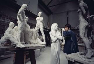 Sylvie Vartan et Adamo dans un atelier des Beaux-Arts, Paris