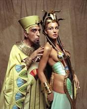 Gérard Darmon et Monica Bellucci dans Astérix & Obélix : Mission Cléopâtre