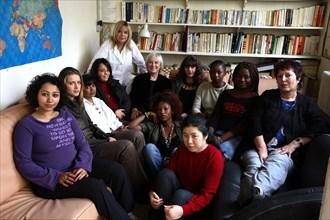 France Gall avec les femmes de l'association Coeur de Femmes, 2006