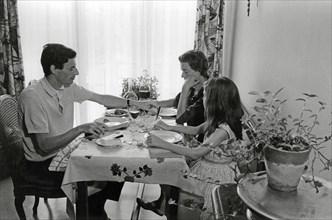 Jean Ferrat en famille