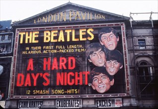 "Enseigne du film ""A Hard day's night"" au London Pavilion"