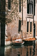 Two boats on the canal near the Palazzo Priuli