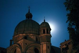 The Miracoli church at night