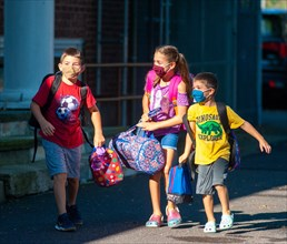 Yardley, United States. 18th Aug, 2020. A group of children arrive on the first day of school with masks being mandatory Tuesday, August 18, 2020 at Abrams Hebrew Academy in Yardley, Pennsylvania. Acc...