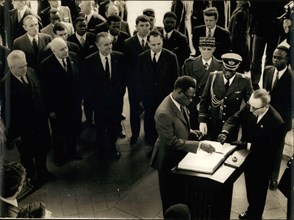 Mar. 30, 1971 - President of the Democratic Republic of the Congo, General Mobutu, who is currently on an official visit in Paris, went to the tomb of the unknown soldier at the Arc de Triomphe de L'E...