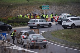 La Rochelle, France. 17th Nov, 2018. Thousands of French drivers victims of soaring fuel prices (Diesel, gasoline), accentuated by the tax policy of President Emmanuel Macron, show their dissatisfacti...