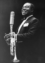 Louis Armstrong talking at a performance