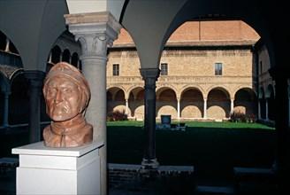 Italy, Emilia Romagna, Ravenna, Bust Dante Alighieri in the Cloister of the Museo Dantesco