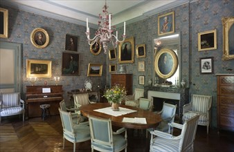 Nohant-Vic, the castle of George Sand (Le château de George Sand). Interior. A drawing room. Salon