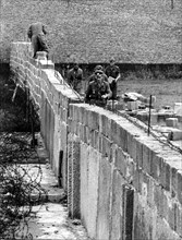 BERLIN - 20TH ANNIVERSARY OF THE FALL OF THE WALL OF BERLIN - THE CONSTRUCTION OF THE WALL IN 1961 (Alliance/IPA/Fotogramma, BERLIN - 2009-08-23) ps the photo can be used respecting the context in whi...