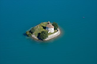 CHAPEL ON AN ISLAND SURROUNDED BY TURQUOISE WATERS (aerial view). Saint-Michel island, Chorges, Lake Serre-Ponçon, Hautes-Alpes, France.