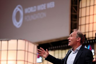 Lisbon, Portugal. 5th Nov, 2018. World Wide Web's Inventor and Web Foundation's Founding Director Tim Berners-Lee speaks during the Web Summit 2018 in Lisbon, Portugal on November 5, 2018. Credit: Ped...