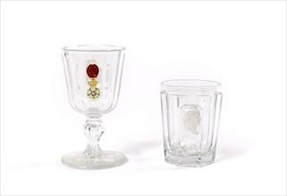 Deux verres en cristal à décor en cristallo-cérame