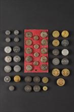 Ensemble de 40 boutons d'époques Révolution française et Restauration