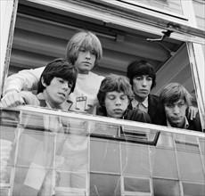 Les Rolling Stones avant l'enregistrement d'une émission télévisée