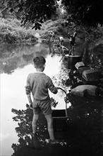 Jeunes garçons s'amusant, 1945