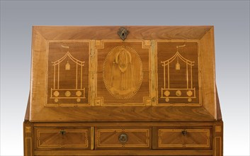 Sloped desk inlaid with hot-air balloon design