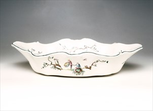 "Basin decorated with ""aux  Chinois astronomes"" design, made by Veuve Perrin"