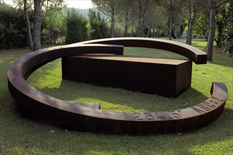 Le sculpteur Bernar Venet, août 2003