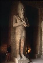 Statue de pharaon à l'intérieur du Temple de Ramsès II à Abou Simbel