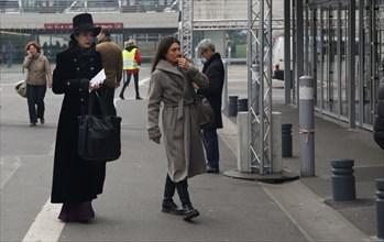 Amélie Nothomb arrivant au Salon du livre de Paris 2015
