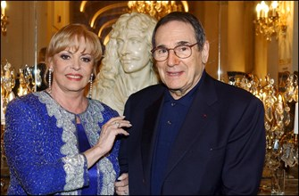06/27/2002. Michele Mercier presents her book with Henry Jean Servat at the Plaza Athenee.