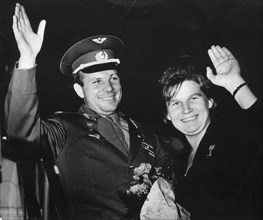 Soviet cosmonauts yuri gagarin (vostok 1) and valentina tereshkova (vostok 6), 1963.