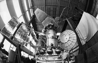 A working model of the venera 15 and 16 soviet space probes in the building in which testing was being done, 1983.