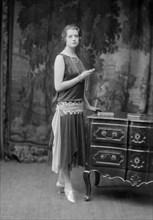 Modèle portant une robe de la maison Worth
