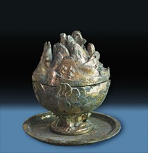 Vessel with Taoist symbol of the Mountains of the Immortals