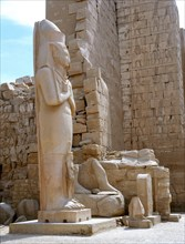 A colossal statue of Ramesses II with a princess, perhaps his daughter Bentanta, standing between his feet