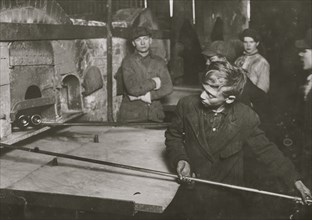 Boys work in Pittsburgh Glass Factory 1913