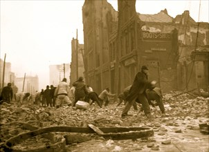 Dynamiting buildings on Balto. St. [Baltimore fire, 1904]  1904