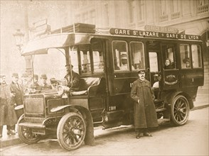 Bus in Paris goes to the Lyon & St. Lazare Stations 1908