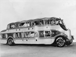 """Double-decker bus """"Pickwick Stages System"""""""