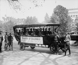 Knights of Columbus Bus takes Wounded soldiers on Sightseeing Tour of DC 1919