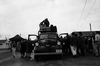 Packing up 1943