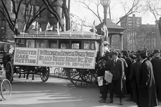 Woman's Suffrage Bus 1914