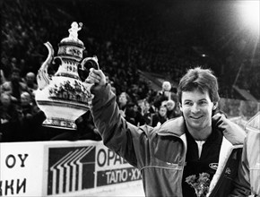 K, berry, captain of the canadian team, with the second prize of the 20th izvestia prize international ice hockey tournament, december 1986.