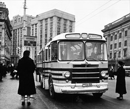 A new zil-158 bus on the central stadium line making a stop at sverdlov square in moscow, ussr, december 1956.