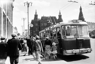 Trolleybus stop in okhotny ryad near red square, moscow, ussr, may 1957.