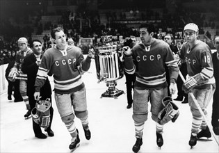 Soviet hockey players a, firsov and v, starshinov with the izvestia prize world championship trophy - a 40 liter samovar from tula, the soviet team won after beating sweden 6 to 2, 1969.