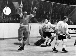 Alexander maltsev (left) after scoring during the 1st match between canada and the ussr at the central leningrad stadium won by the soviets, 5 to 4, september 25, 1972.