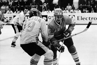P, henderson (left) and v, petrov (right) during the 3rd match between canada and the ussr at the central leningrad stadium won by the canadians, 4 to 3, september 28, 1972.