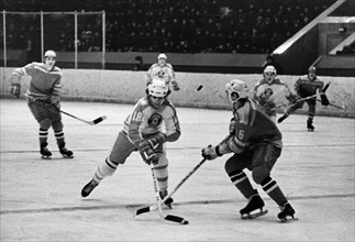 M, gartner (canada) and v, avgeykin (spartak) during a match between the junior teams 'berry coap' from ontario and moscow's 'spartak' at skolniki sport palace on march 6, 1975, the game was tied, 5 t...