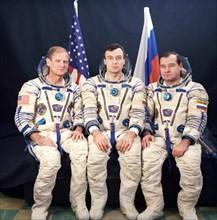 Baikonur cosmodrome, international crew of spaceship soyuz tm 21, l-r: flight engineer gennady strekalov (russia), commander vladimir dezhurov (russia) and astronaut norman thagard (usa), 1995.