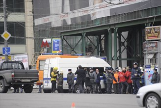Moscow, russia, march 29, 2010, rescue teams and police officers in lubyanka square, outside lubyanka metro station, sokolnicheskaya line of the moscow underground, an explosion rocked the metro stati...