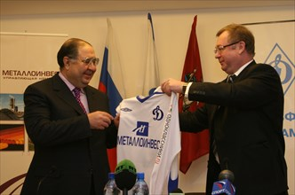 Moscow, russia, february27, 2008, russian billionaire alisher usmanov (l) who who controlls metalloinvest industrial holding company, and head of the russian audit chamber, sergei stepashin, pose with...