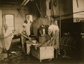 African American workers doing laundry at the Bureau of Engraving & Printing