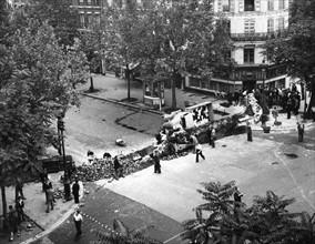 Barricades à Paris lors de la Libération (août 1944)